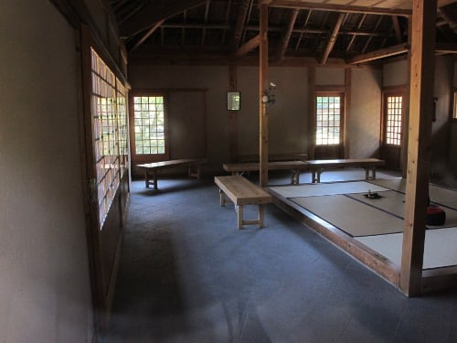 Onther angle into the teahouse through the window. Looks great.