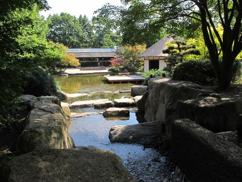 A last glimpse of the tea house from where the water falls. Time to go back to the world.